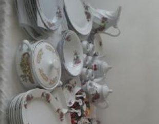 تعدادی ظرف چینی گل سرخ قدیمی سنتی