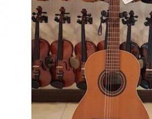 فروش گیتار های آک و استوک