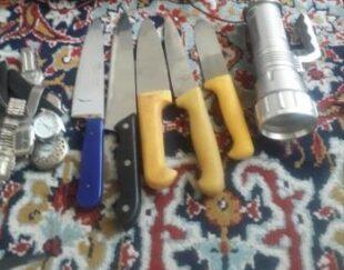چند چاقو تمیز،باند،ساعت اوراقی، چراغ قوه،نو